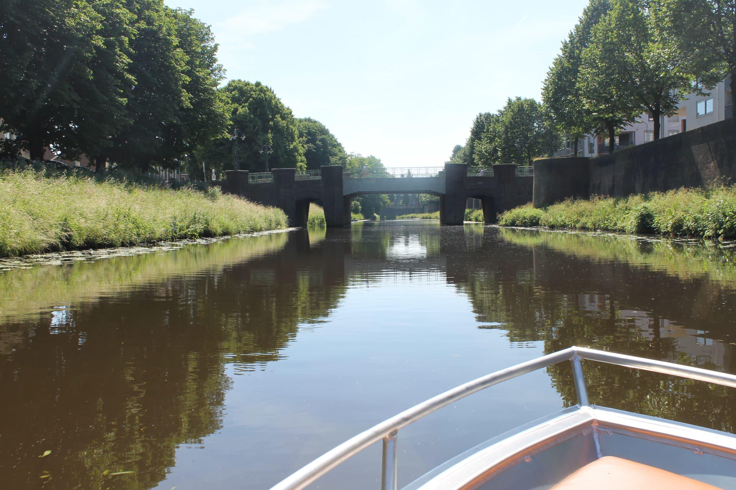 Sloepvaren Den Bosch met De Vlotte Vloot over de Zuidwillemsvaart