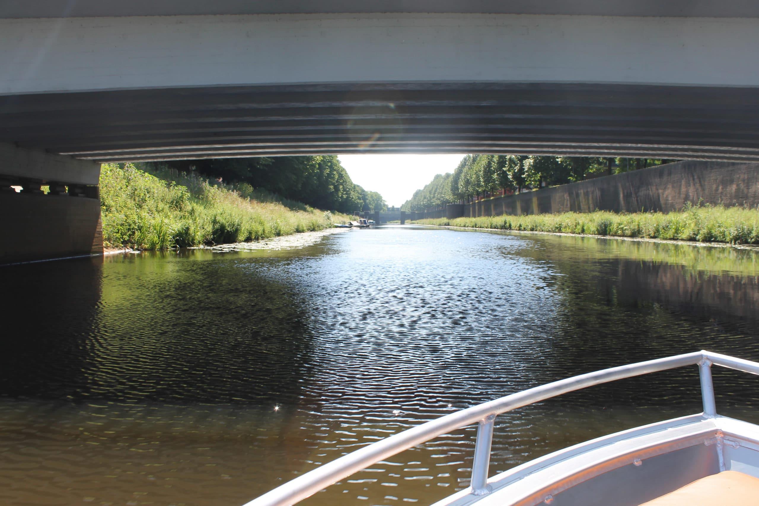 Varen over de Zuidwillemsvaart in Den Bosch met De Vlotte Vloot