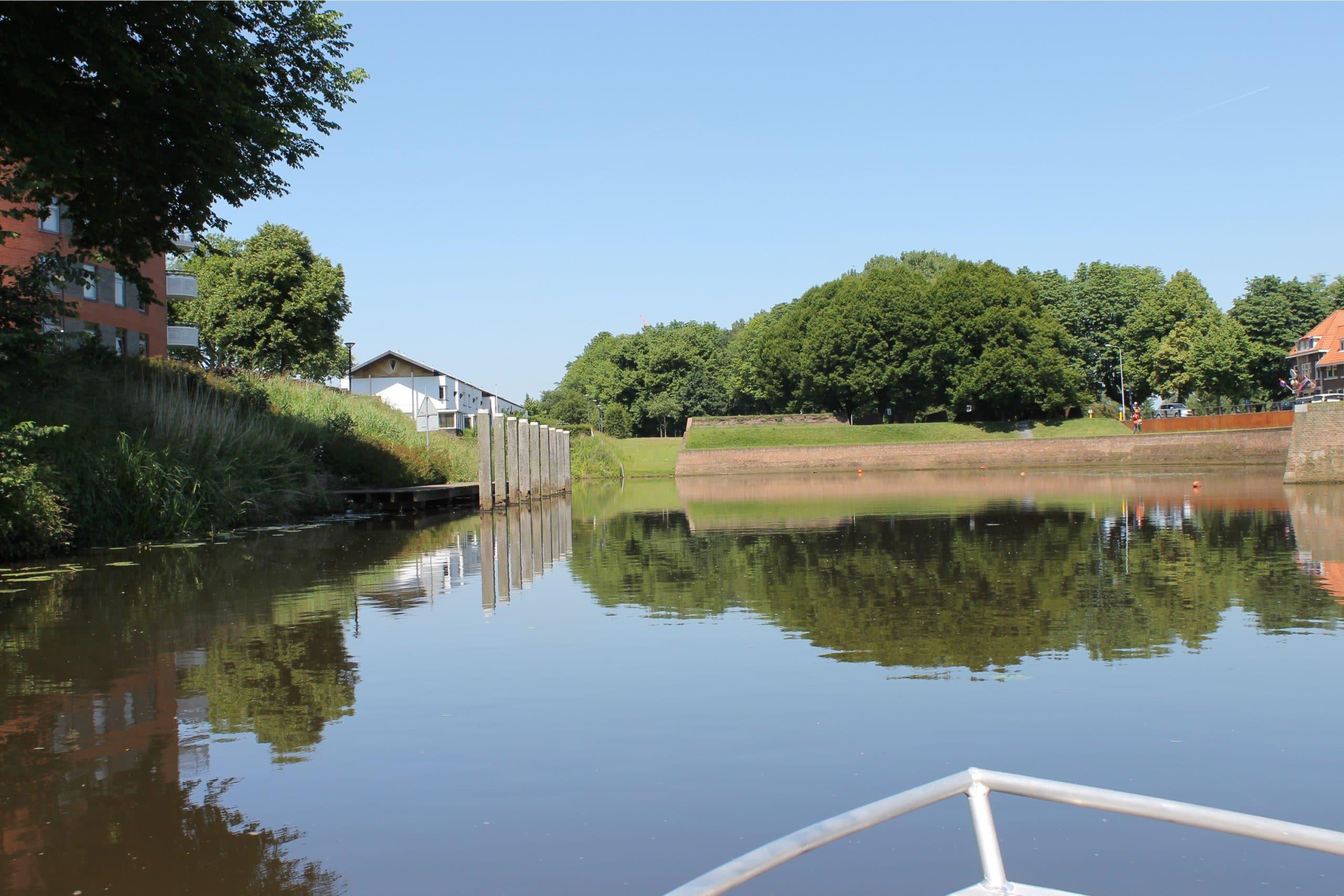 Varen met De Vlotte Vloot over rivier de Aa