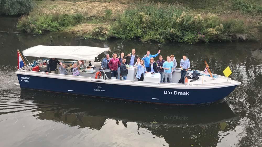 Rondvaren in Den Bosch op de feestboot D'n Draak