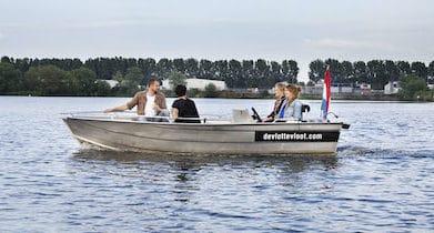 zelf varen met een elektrische sloep in Den Bosch